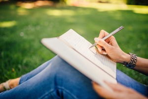 Outdoors writing-923882_1920 (2)